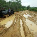 Jalan-Rusak-Di-Pedalaman-Kalbar-300619-jhw-1_1